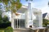 Moderne Einfamilienhausvilla mit Einliegerwohnung und separater Büroeinheit in Alt-Meererbusch - Rückansicht