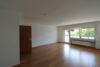 Helles 1-Zimmer-Apartment mit Einbauküche und ca. 13 m² großer Loggia im Ortskern von Lank-Latum! - Wohn- und Schlafbereich