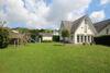 Moderne Einfamilienhausvilla mit EBK in familienfreundlicher Lage von Alt-Meererbusch - Rückansicht