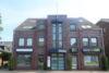 Provisionsfrei! Attraktives Ladenlokal mit großflächiger Schaufensterfront und Schaukasten zentral in Meerbusch-Büderich! - Hausansicht
