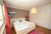 Großzügige Maisonette-Wohnung in einem 2-Parteien-Haus mit traumhaftem Garten im Ortskern von Büderich - 11_Elternschlafzimmer